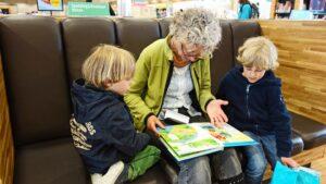 孫と楽しむおばあちゃん